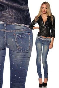 Mit dieser superelastischen und bequemen Röhrenjeans zeigt Frau gerne Bein! Die coolen Nieten an Vorder-und Rückseite machen diese Jeans zu einem Stück, das in keinem...