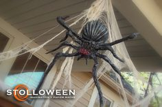 Halloween how to make diy spiders Halloween Yard Displays, Creepy Halloween Props, Adult Halloween Party, Halloween Trick Or Treat, Halloween Spider, Halloween Skeletons, Halloween House, Holidays Halloween, Halloween Havoc