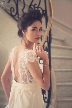 Bracelet, Boucles d'oreilles bague. Perles blanches. Bijoux de mariée délicats et raffinés. Holy Things Robe Laure de Sagazan