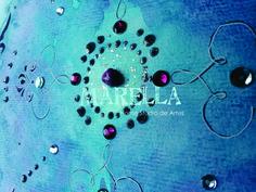 Mandala em aquarela com tons de azul e rosa. Diâmetro médio de 25cm. Moldura padrão branca com vidro.