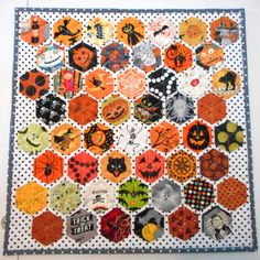 Halloween hexagon mini quilt by Pinkadot Quilts. The hexagons were lightly glued…