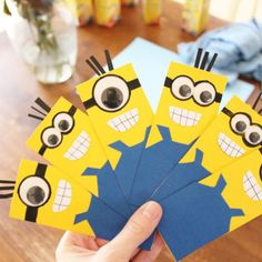 These Minion juice box covers are super easy to make and are perfect for the child in your life who has been begging for that minion party!