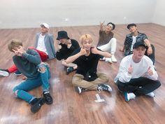 Omg they're gonna post a dance practice! Also can y'all see how good namjoon is looking🙌 Jung Hoseok, Kim Namjoon, Jhope Bts, Bts Bangtan Boy, Seokjin, Bts Taehyung, Foto Bts, K Pop, Bts Group Photos