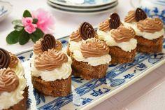 Šlehačkové mini dezerty Czech Recipes, Mini Cupcakes, Sweet Recipes, Cheesecake, Breakfast, Desserts, Food, Crafts, Dessert