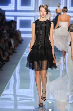 Runway pictures from the Christian Dior show at Paris Fashion Week Spring Christian Dior, Couture Fashion, Fashion Show, French Fashion Designers, Feminine Style, Feminine Fashion, Glamour, Beautiful Gowns, Dress Skirt
