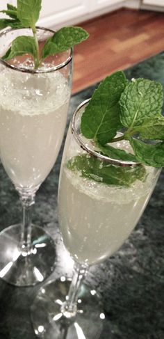 Champagne Mojito Recipe  Great light summer drink.  Perfect for a summer get-together around the fire pit!