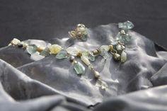 Ædelsten, halvædelsten,  ferskvandsperler, glas,  sølv og guldbelagte sølvdele fra Helena Design