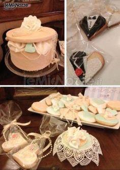 http://www.lemienozze.it/gallerie/torte-nuziali-foto/img32517.html Torta nuziale e biscotti per il matrimonio.