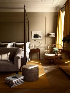 This Modern Bedroom Has The Right Furniture Piece For A Luxury Interiors A Sofa In The