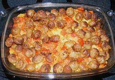 Zutaten 1 1/2 kg Kartoffel(n) 1 EL Salz 100 g Zwiebel(n) 100 g Paprikaschote(n), rot 1 EL Olivenöl 200 g Bratwürste 2...