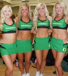 A Daily Celebration of the Most Beautiful College Cheerleaders in America! Over photos Oregon Cheerleaders, Hottest Nfl Cheerleaders, Cheerleading Uniforms, Football Cheerleaders, College Cheerleading, Cute Cheer Pictures, Cheer Picture Poses, Cheerleading Pictures, College Football