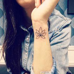minimalistisch Lotus Tattoo