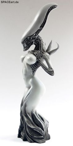 #Alien: Female Alien Mother - Statue  Already pinned this one months ago but since it is again available at the shop, I can't resist. All time favorite.