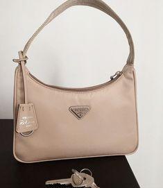 Aesthetic Bags, Beige Aesthetic, Accessoires Iphone, Vetement Fashion, Cute Purses, Cute Bags, Prada Bag, Luxury Bags, Purses And Handbags