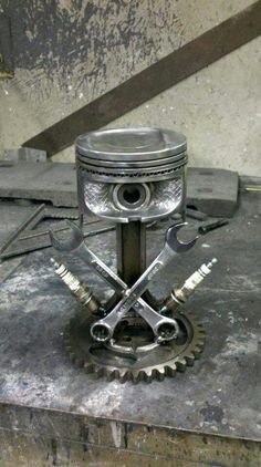 Sculpture with engine parts of brake l Scrap metal scul Welding Classes, Welding Jobs, Welding Projects, Welding Ideas, Diy Projects, Project Ideas, Metal Sculpture Artists, Steel Sculpture, Miller Welding Helmet