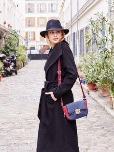 6310d361cd8a Collection Automne Hiver 2015 - Manteau peignoir noir 2 statures + Sac  rigide bleu