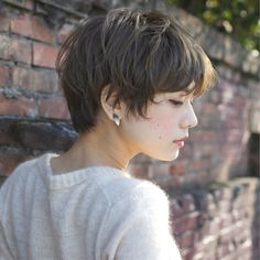 Lovely Layers - 50 Trendiest Short Blonde Hairstyles and Haircuts - The Trending Hairstyle Short Dark Hair, Short Blonde, Short Hair Cuts, Blonde Hair, Short Hairstyles For Women, Pretty Hairstyles, Vibrant Hair Colors, Trending Haircuts, Haircut And Color