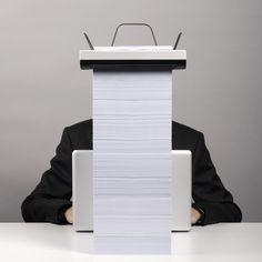 """Stack es una impresora por el diseñador Mugi Yamamoto, que busca, entre otras cosas, concientizar a la gente del gasto de papel de manera visual. Esta impresora se alimenta de columnas de papel apilado, en un proceso que poco a poco se """"come"""" todas las hojas. Su sistema de impresión, permite remover la bandeja de entrada de papel, uno de los elementos más estorbosos de las impresoras actuales."""