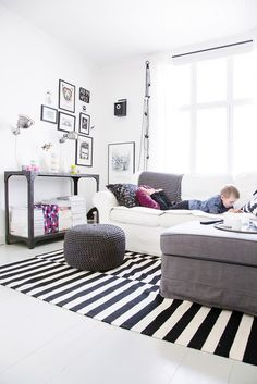 intérieur noir et blanc féminin #homedecor #salon #déco #homedecor #livingroom