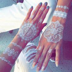Csipkeként terül szét bőrünkön a fehér henna - xoxo