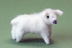 Make this scale miniature needle felted sheep from pipe cleaners and wool fibers in a range of sizes for railroad or dollhouse scenes.