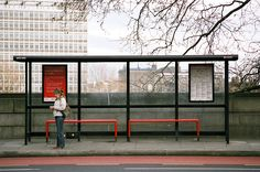 By the Bus Stop is the idea of the british photograph Richard Hooker. Fascinated by the bus stop as a place of transition and social mix, he immortalized in Lon Urban Furniture, Street Furniture, Pvc Furniture, Furniture Plans, Bus Stop Design, Animation Process, Oil Painting Gallery, Bus Shelters, Shelter Design