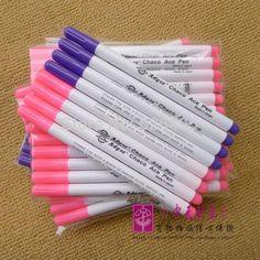 Купить товарВоздушный вода стираемую ручка / ткань маркер / временный маркировки / автоматический   исчезающие ручка для ткань 8 шт. / LOT фиолетовый / розовый в категории Стержни для ручекна AliExpress.                    Розовый и фиолетовый: воздух стираемый                                             Синий: воды стирае