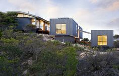 Hillside building Sandhill / Max Pritchard Architect