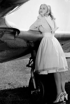 Veronica Lake in publicity photos for I Wanted Wings Old Hollywood Glamour, Golden Age Of Hollywood, Vintage Glamour, Vintage Hollywood, Hollywood Stars, Vintage Beauty, Classic Hollywood, Veronica Lake, The Veronicas