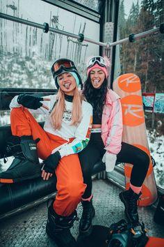 goggle gang 🏂 What's your fav winter sport? Photo Best Friends, Best Friend Photos, Best Friend Goals, Friend Pics, Photo Ski, Mode Au Ski, Snowboarding Style, Snowboarding Women, Snowboard Girl