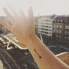 ¿Podrás elegir solo uno?Son todos hermosos y nos encantan, y siempre encontramos una excusa para un nuevo diseño, pero… ¿conoces sus significados?Vamos a verlos juntas y quizás halles un nuevo pretexto para volver a tatuarte.#30 PlumasLas plumas pueden ser vistas como un símbolo de libertad. Cada pájaro tiene
