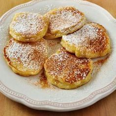 - Receta de Tortitas de Manzana fáciles This apple pancake recipe is prepared in a moment with very simple ingredients. They are a fresh and different pancakes, with a fruity touch. Apple Recipes, Baby Food Recipes, Sweet Recipes, Cooking Recipes, Chicken Recipes, Köstliche Desserts, Dessert Recipes, Apple Pancake Recipe, Pan Dulce