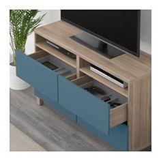 IKEA - BESTÅ, Banc TV avec tiroirs, motif noyer teinté gris/Valviken bleu foncé, glissière tiroir, fermeture silence, , Les tiroirs se referment doucement en silence grâce à la fonction intégrée de fermeture en douceur.Vous pouvez facilement dissimuler les câbles de la TV et tout autre équipement mais en les gardant à portée de main grâce aux ouvertures pratiquées au dos du banc TV.Le passe-câbles sur la partie supérieure de l'élément permet de regrouper et d'orienter f...