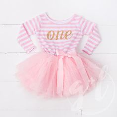 First Birthday Outfit Dress with gold letters and pink tutu for girls or toddlers Long Sleeve Dress, Long Sleeve outfit Abito da primo compleanno con lettere dorate di GraceandLucille Cute Birthday Outfits, Girls 3rd Birthday, 1st Birthday Dresses, Birthday Tutu, Birthday Ideas, Tutus For Girls, Girls Dresses, Tutu Dresses, Baby Dresses