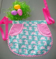 Easter Apron Girls Half Bunny Apron Size by SusiesTieOneOnAprons Baby Sewing Projects, Sewing Tutorials, Sewing Crafts, Applique Cushions, Childrens Aprons, Embroidery Bags, Half Apron, Bibs, Projects To Try