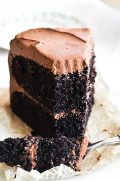 valentinesday cake Ina Gartens Chocolate Cake Recipe is the ultimate chocolate layer cake from the Barefoot Contessa herself ~ it makes the perfect birthday cake! Mexican Chocolate Cakes, Best Chocolate Cake, Chocolate Flavors, Chocolate Desserts, Classic Chocolate Cake Recipe, Buttermilk Chocolate Cake, Decadent Chocolate Cake, Vanilla Cake, Food Cakes