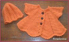 Gilet pétale et bonnet oranger pour bébé