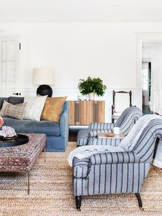 Traditional meets modern home decor for living room designed by Amber Interiors … - Living Room Home Living Room, Living Room Furniture, Living Room Designs, Rustic Furniture, Luxury Furniture, Amber Interiors, Family Room Design, Living Room Inspiration, Home Decor Styles