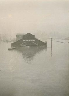 L&N Warehouse, 1st street at the river, Louisville, Ky., 1937 Flood.