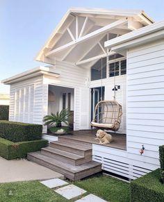 Beautiful Beach Houses, Beautiful Homes, White Beach Houses, Style At Home, Coastal Homes, Beach Homes, Coastal Bedrooms, Coastal Decor, Coastal Country