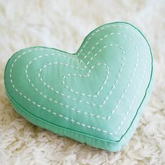 Aqua heart pillow for window seat on the shairs Cute Pillows, Diy Pillows, Decorative Pillows, Throw Pillows, Sewing Crafts, Sewing Projects, Do It Yourself Inspiration, Heart Pillow, Heart Crafts