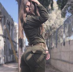Idf Women, Military Women, Girl Photo Poses, Girl Photos, Israeli Female Soldiers, Israeli Girls, Without Dress, Motorbike Girl, Brave Women
