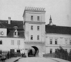 Oppeln_Odertor.jpg (1733×1517) Eine Aufnahme des Odertores aus dem Jahr 1880…