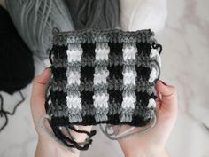 Learn how to crochet the plaid crochet stitch with this tutorial