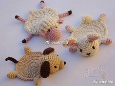 FREE - CROCHET - needs to be translated ~ Artmorixe - Work and crafts: Crochet coasters (with pattern) - Friendly Challenge nº 85 Débardeurs Au Crochet, Chat Crochet, Crochet Cup Cozy, Crochet Home, Crochet Crafts, Crochet Dolls, Yarn Crafts, Crochet Projects, Amigurumi Patterns