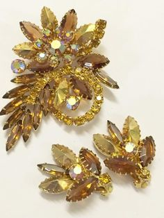 3a3191dcfd4 Vintage Juliana Style Brown and Citrine Colored Rhinestones Brooch and  Earrings Set