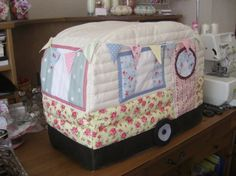 I made a caravan sewing machine cover, and I love, love, LOVE it!