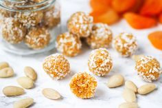 This Apricot Balls Recipe Is the Perfect Pre-Gym Snack Baby Food Recipes, Sweet Recipes, Baking Recipes, Snack Recipes, Apricot Recipes, Cookie Recipes, Bite Size Snacks, Raw Desserts, Healthy Desserts