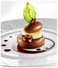 Château Saint-Martin & Spa - Black chocolate heart of guanaja 80%, praline with pine seeds, Ice cream flavoured with basil