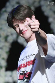 Yg Entertainment, Hugs And Cuddles, Jung Woo Young, Cute White Boys, Jung Yunho, Korean Boy, Kim Hongjoong, Star Pictures, Thing 1